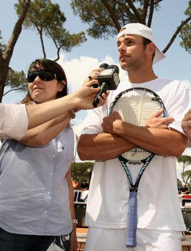 图文-罗马赛罗迪克教小宝宝打网球 安迪接受采访