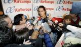 图文-西班牙男队凯旋回到马德里洛佩兹接受采访