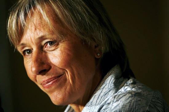 图文-纳芙拉蒂洛娃罹患癌症08年拍摄的资料图