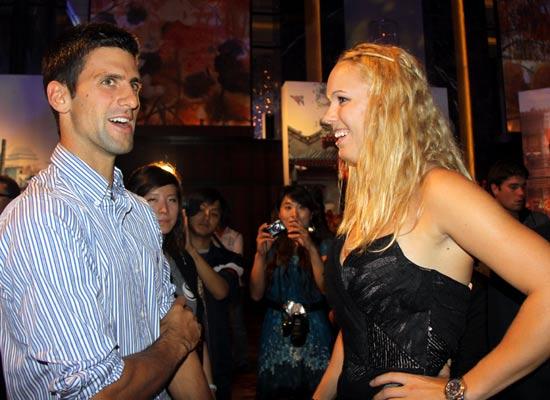 图文-中网球员酒会德约科维奇与沃兹尼亚奇相谈甚欢