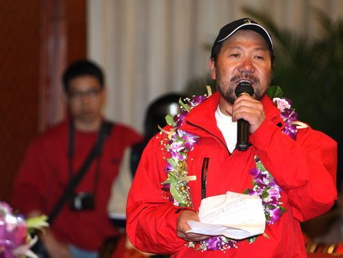 王勇峰代表登山队发言