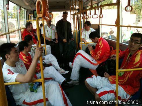 王仕鹏在微博中送上球队新照