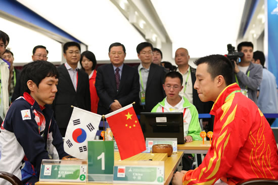 亚运会围棋男团决赛 中国队一台古力不敌李昌镐