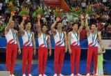 韩国选手向观众致意