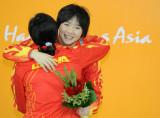 郑霜雪和吴敏霞拥抱