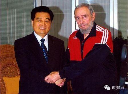 胡锦涛与卡斯特罗合影