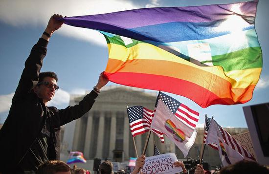 6月26日,美国最高法院以5:4的投票结果裁定同性婚姻合乎宪法。