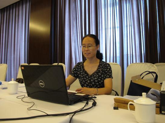 张美荣,北京一轻高级技术学校老师。图为张老师答辩