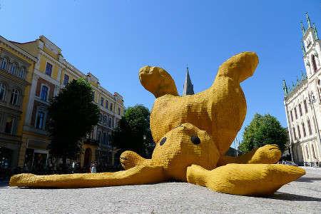 霍夫曼的其他作品:大黄兔(The Big Yellow Rabbit)